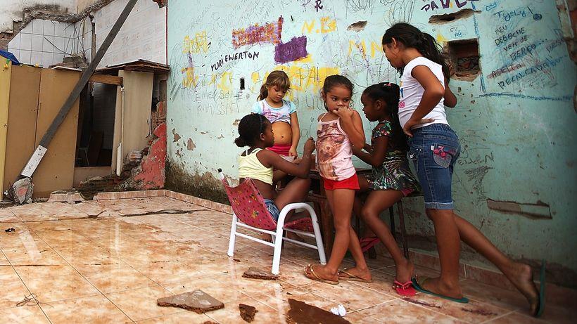 zika-virus-moskitos-uebertragung-armut-kinder